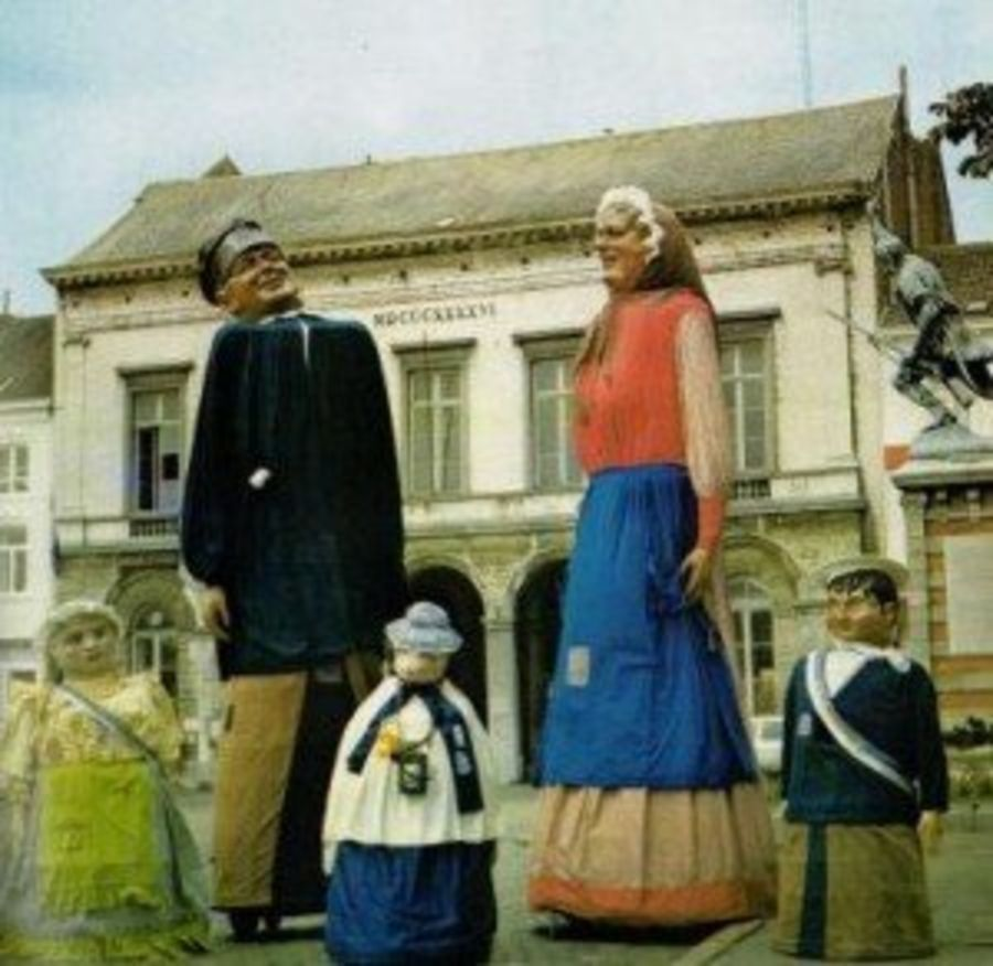 Grote Markt: Reuzenfamilie